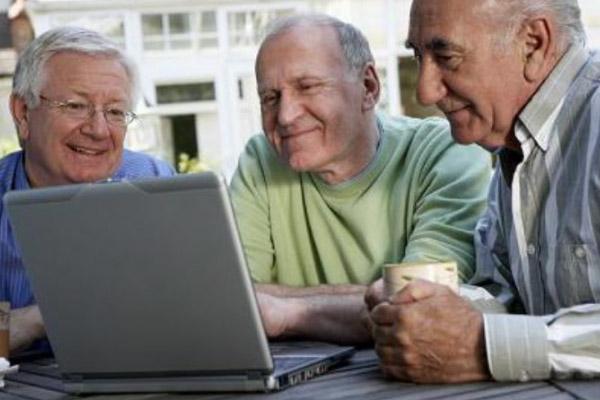 Pessoas mais velhas são mais prudentes na internet